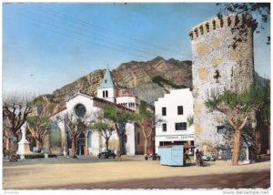 la cathédrale, le monument aux morts et la tour