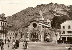 la cathédrale, le monument aux morts