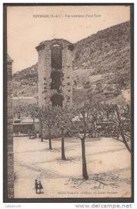 Tour de la Médisance - place devant la Cathédrale